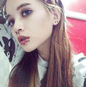 Cô gái Sài Gòn 19 tuổi gây chú ý vì đeo khuyên kín môi