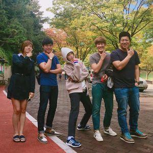 Sao Hàn 25/9: Seo Hyun lộ bờ vai gợi cảm, Lee Sung Kyung nam tính bất ngờ