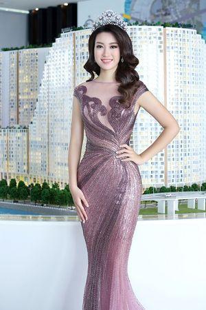 Hoa hậu Đỗ Mỹ Linh diện đầm xuyên thấu, đẹp không tỳ vết