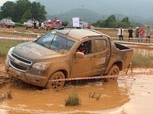 Giải đua xe địa hình VOC: Hàng loạt xe bán tải 'chết' trên đường