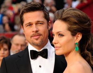 Angelina Jolie chặn các cuộc gọi và tin nhắn từ Brad Pitt