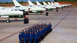 Máy bay ném bom của Trung Quốc phô diễn sức mạnh trước mắt người Nhật