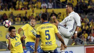 Ronaldo tịt ngòi, Real muối mặt chịu chia điểm