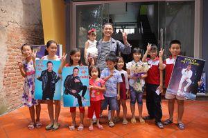 Top 2 Vietnam Idol hạnh phúc trong vòng tay khán giả tại quê nhà