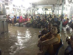 Người Sài Gòn như muốn khóc trong cơn mưa to kinh khủng
