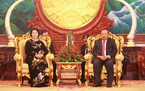 Chủ tịch Quốc hội đến chào Tổng Bí thư, Chủ tịch nước Lào
