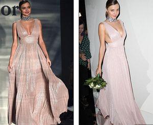 Miranda Kerr khoe ngực đầy siêu quyến rũ ở Milan