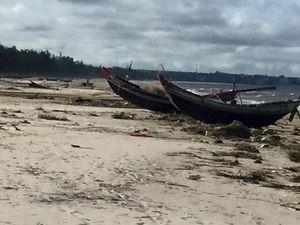 Thảm cảnh chợ cá ế ẩm, bãi biển không bóng người ở Quảng Trị