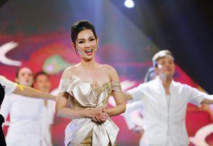 Quỳnh Chi trở lại cạnh tranh giải MC Én vàng