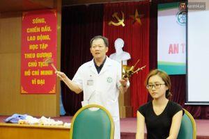 Bác sỹ bệnh viện Bạch Mai hướng dẫn người dân cách sơ cứu nạn nhân gặp tai nạn khi đi đường