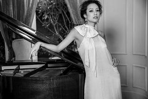 Lilly Nguyễn khoe vẻ sexy khó cưỡng trước ống kính