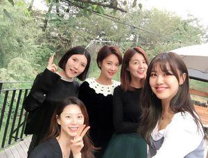 Bà xã của Bae Yong Joon bụng bầu 6 tháng cũng như không