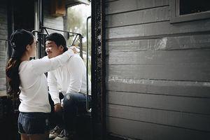 Khánh Hiền và bạn trai mặc áo đôi, vừa nhắng nhít vừa lãng mạn trong ảnh cưới