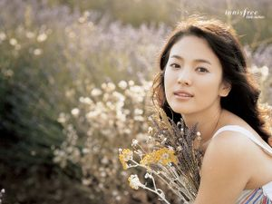 Mỹ nam 'Hậu duệ mặt trời' lọt top nghệ sĩ quyền lực nhất làng giải trí Hàn Quốc