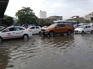 TPHCM: Tạnh mưa, vẫn còn nhiều đường ngập sâu