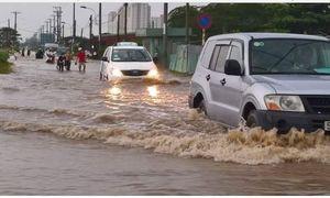Mưa 30 phút, đường Sài Gòn đã thành sông