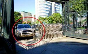 Giá đắt cho 'nhà báo' say xỉn tông xe vào cổng UBND tỉnh