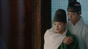 Mây họa ánh trăng tập 12: Bo Gum bị chém trọng thương vì cứu Yoo Jung