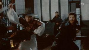 'Moonlight': Ây da! 'Chô-ha' Park Bo Gum bị gian thần đâm rồi!