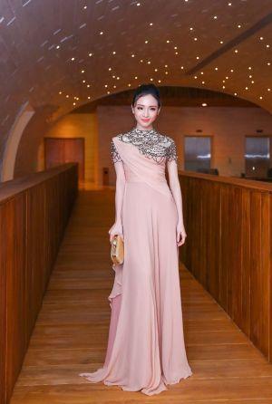 Những trang phục 'thoát tục' của HH Phương Nga từng khiến nhiều người ghen tị