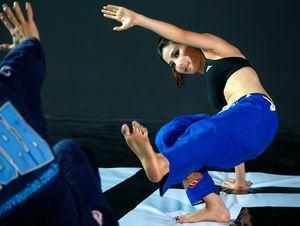 Diễm My 9X học võ Brazil để tự vệ