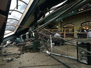 Mỹ: Xe lửa đâm vào nhà ga, 3 người chết, trên 100 người bị thương