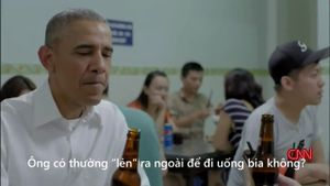 Obama nói chuyện ăn uống, con cái, chiến tranh bên bát bún chả Hà Nội