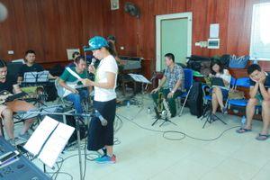 Hà Trần miệt mài tập luyện cho đêm nhạc Trần Tiến