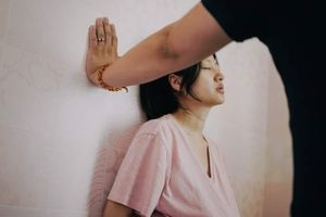 Bộ ảnh chân thực miêu tả sự đau đớn đến nghẹt thở của người phụ nữ khi sinh thường