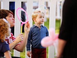 Hoàng tử, Công chúa Anh say mê bóng bay và trò bắn bong bóng xà phòng ở Canada