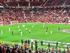 MU vs Zorya (0-0, H1): Ibra, Pogba đá chính, Rooney dự bị