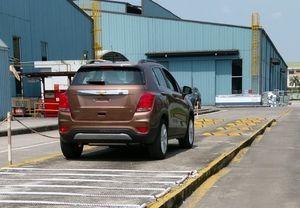 SUV cỡ nhỏ Chevrolet Trax 2017 lộ ảnh đợi ngày ra mắt triển lãm