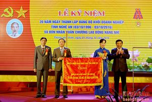 Đảng bộ Khối Doanh nghiệp đón nhận Huân chương Lao động hạng Nhì