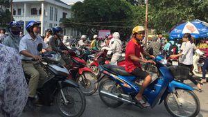 Bệnh viện Bạch Mai lùi thời điểm đóng cửa bãi giữ xe