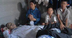 Hai anh em chơi nhạc đám cưới nuôi bố tật nguyền, mẹ bệnh tim