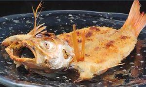 Xem đầu bếp Nhật làm món cá chiên công phu nhất thế giới