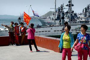 Bóp méo lịch sử và chiêu kiếm tiền của hướng dẫn viên Trung Quốc