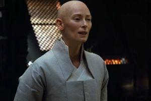 Đoàn phim Doctor Strange phản pháo cáo buộc 'tẩy trắng'