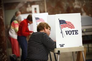 Cử tri Mỹ bỏ phiếu sớm để bầu tổng thống như thế nào?