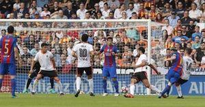 Suarez, Messi đích thị là 'ác mộng' của Valencia