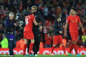 Chơi 'rock nặng' trên Anfield, Liverpool vươn đỉnh Premier League