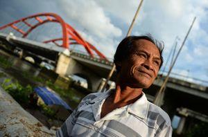 Người 'rái cá' cướp cơm hà bá ở sông Sài Gòn