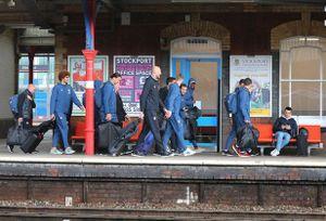 Đội hình MU hành quân đến London: Rooney 'mất tích'