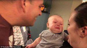 Clip em bé bật khóc mỗi khi thấy cha mẹ hôn nhau gây bão Facebook
