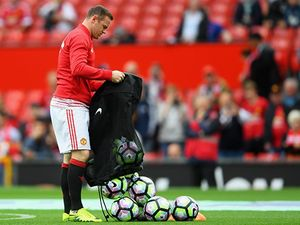 Wayne Rooney vắng mặt khó hiểu trong chuyến hành quân tới Chelsea