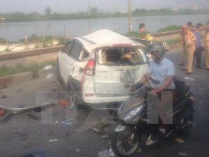 5 người tử vong trong vụ tai nạn ôtô va chạm tàu hỏa