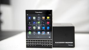 BlackBerry Passport chính hãng hạ còn 8 triệu đồng