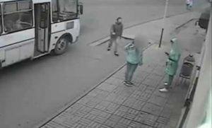 Cô gái thoát nạn nhờ 'Lục Vân Tiên' ở trạm xe buýt