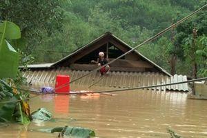 Chủ tịch Quảng Bình: 'Cách chức ngay cán bộ thu tiền cứu trợ của dân'