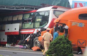 Quảng Trị: Nửa đêm, hai xe ôtô đâm sầm vào nhà dân